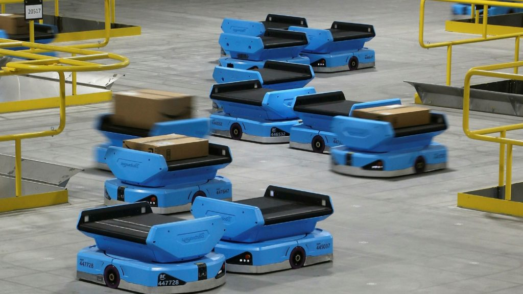 Order picking robots Inside Vekia Rabin